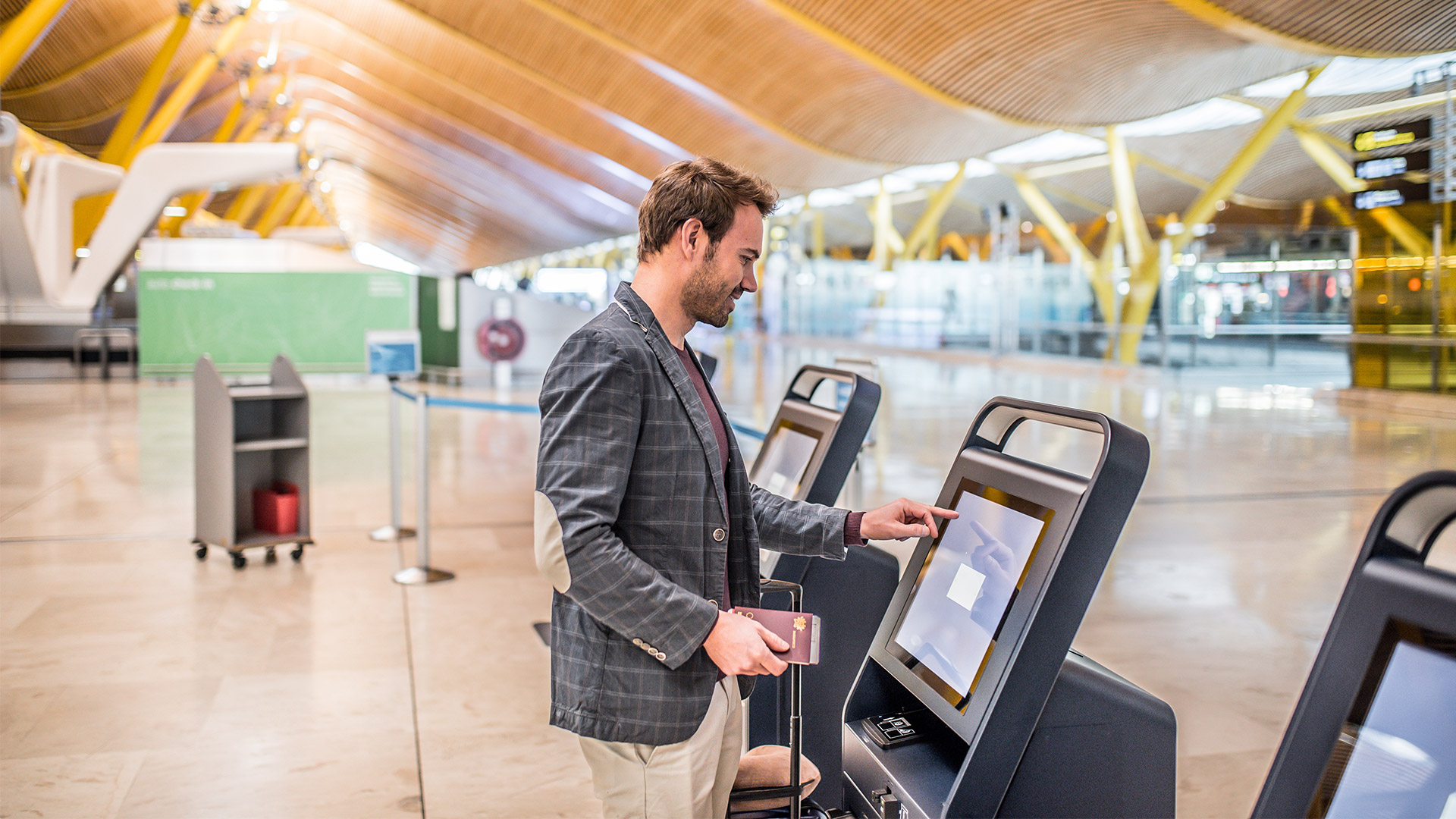 Airport self-check in | David Prado, Adobe Stock
