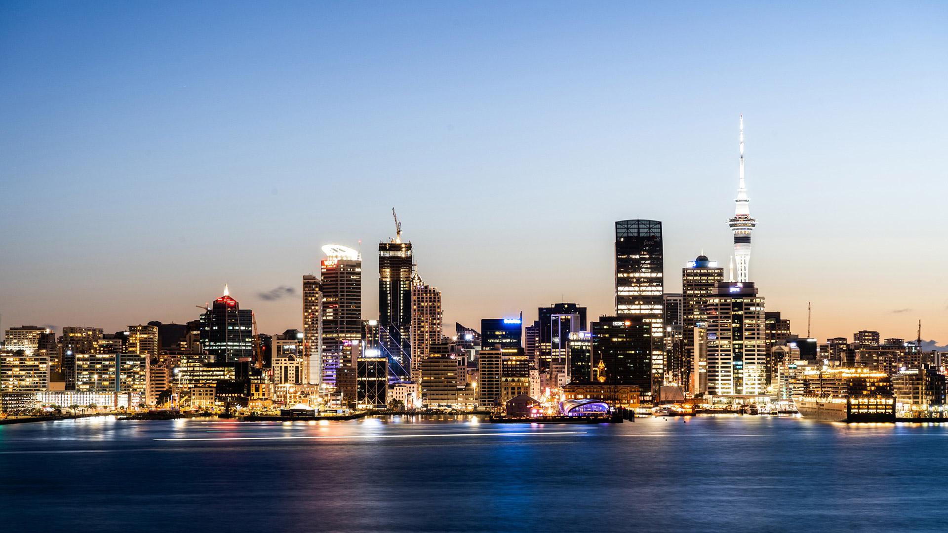 Contact Atrax: Auckland, New Zealand | Robert Kozak, Pixabay | 1920x1080